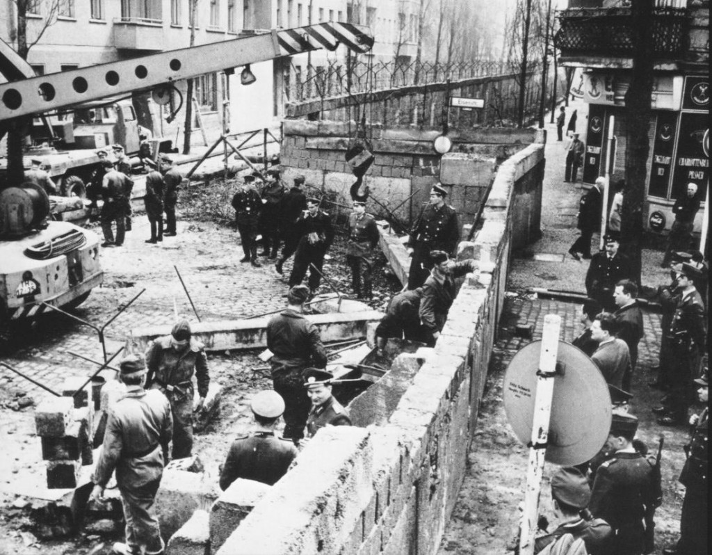 Who Built The Berlin Wall 1961 The Berlin Wall Getting Built